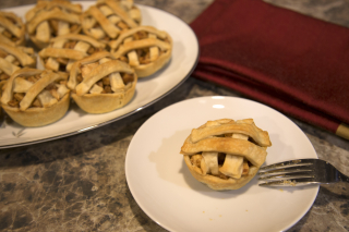 Mini apple pie plated